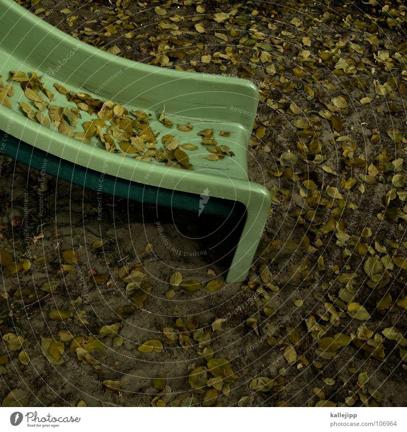 ri-ra- Spielplatz Spielen Rutsche Glätte Wippe Hinterhof Platz gelb grün Metallfeder Kindergeburtstag Gegner Blatt Herbst Sportveranstaltung Spielzeug Freude