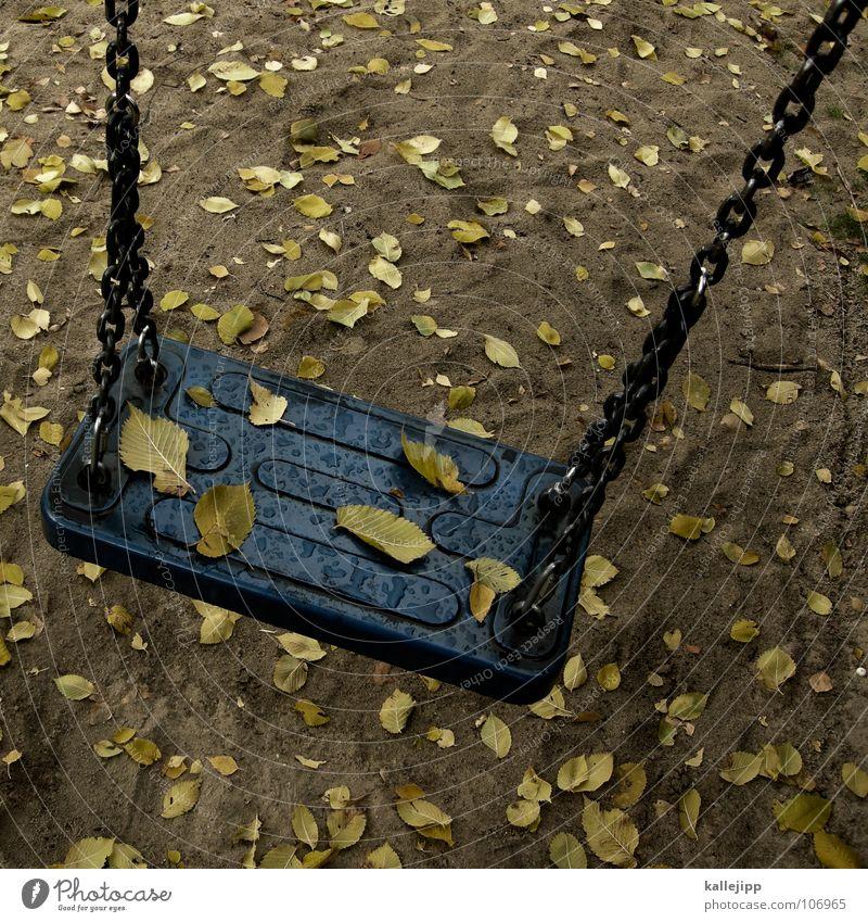 schi-scha- Spielplatz Spielen Schaukel Rutsche Glätte Wippe Hinterhof Platz gelb grün Spielzeug Metallfeder Kindergeburtstag Gegner Blatt Herbst
