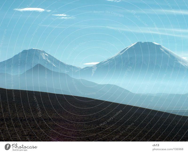 Das Schweigen der Berge Natur Chile Nebel Lauca Berge u. Gebirge Südamerika Mountains Vulkan Volcano Anden Andes blau Blue Parinacota