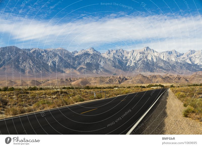 Prachtvolle Natur und Fortschritt Himmel Ferien & Urlaub & Reisen Landschaft Umwelt Berge u. Gebirge Straße Bewegung Horizont Kraft Verkehr Beginn einzigartig