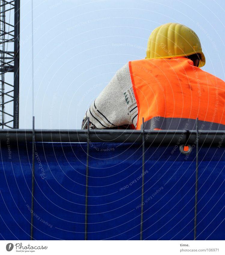 MC Buddelplatz blau gelb Arbeit & Erwerbstätigkeit Denken orange Wetter Beton Aktion gefährlich Baustelle Beruf Stahl Handwerk Arbeiter Pullover Kontrolle