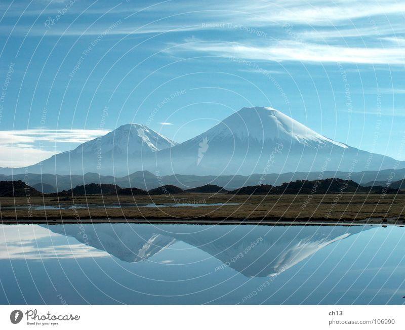 Schneewittchen im Spiegel Natur Chile Nebel Lauca Berge u. Gebirge Südamerika Mountains Vulkan Volcano Anden Andes blau Blue Parinacota Pomerape