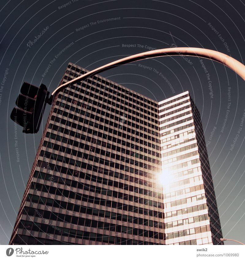 Emporio Hamburg Stadt Hafenstadt Stadtzentrum Haus Bauwerk Gebäude Architektur Hochhausfassade Ampel glänzend leuchten eckig einfach gigantisch groß hoch
