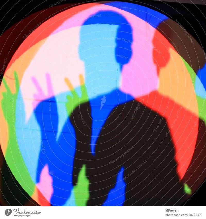 3xV Kunst Coolness mehrfarbig Frieden Komplementärfarbe Schatten Selbstportrait Experiment Beleuchtung blau grün rot Oberkörper Kopf Finger Farbfoto