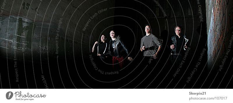 The Stories ---> Run schön dunkel Musik laufen rennen Geschwindigkeit schreien Konzert Band Flucht Musiker