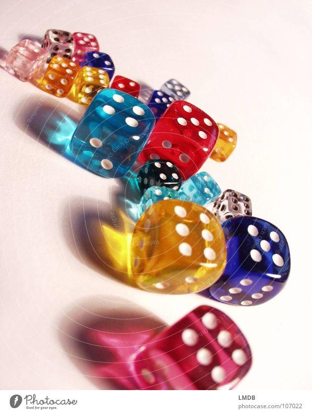 bunte Würfel 2 weiß grün blau rot gelb Farbe 1 Glück mehrfarbig orange rosa 3 Ziffern & Zahlen 4