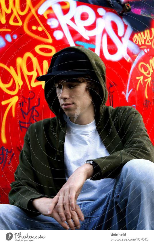 Nachdenklich... Jugendliche rot Denken Graffiti Eisenbahn sitzen Zukunft Konzentration Mütze Bahnhof Gedanke Stuttgart Hiphop