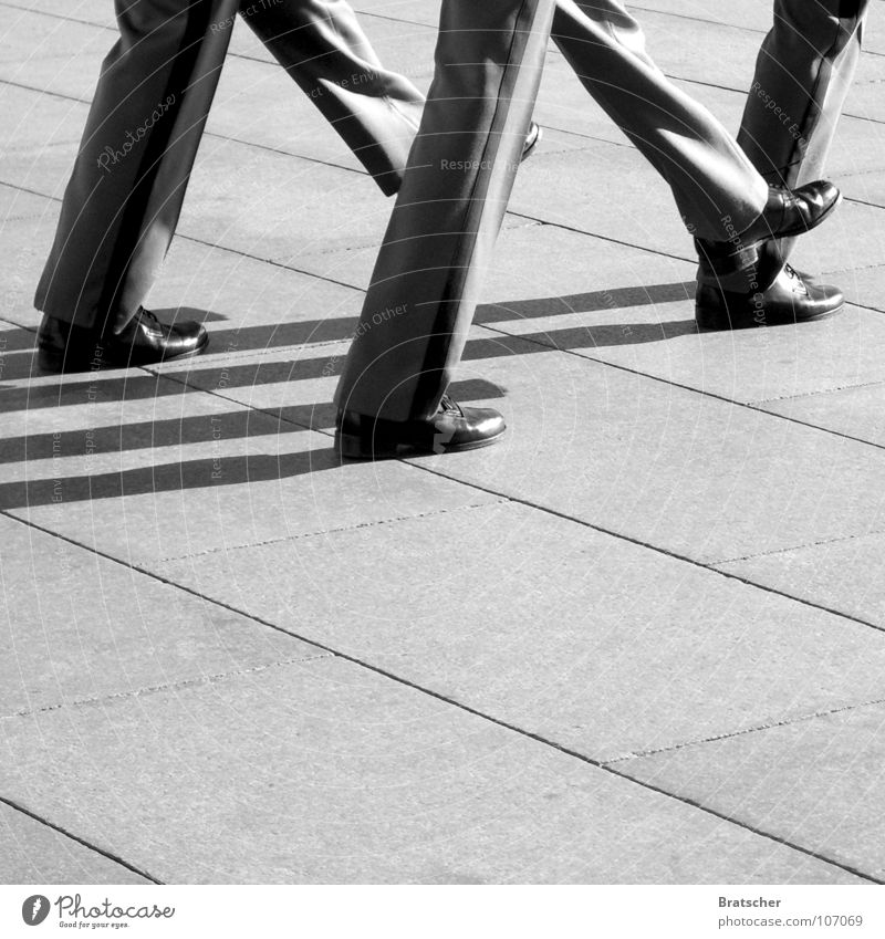 Kick it like Beckham Mann grau Schuhe Macht Hose China Soldat Überwachung Bundeswehr Parade Militär Armee Uniform marschieren Bundeswehrsoldat Skandal
