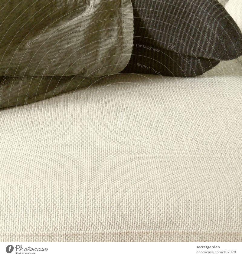 ringelsocke Ringelsocken Strümpfe Bekleidung Hose grün khakigrün schwarz grau Sofa schlafen horizontal Material ruhig ruhend Mann Raum Möbel Wohnzimmer liegen