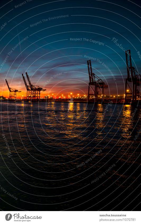 Barcelona Containerterminal Himmel blau Wasser schwarz gelb Arbeit & Erwerbstätigkeit orange leuchten Güterverkehr & Logistik Hafen türkis Schifffahrt Kran stagnierend Container Scheinwerfer