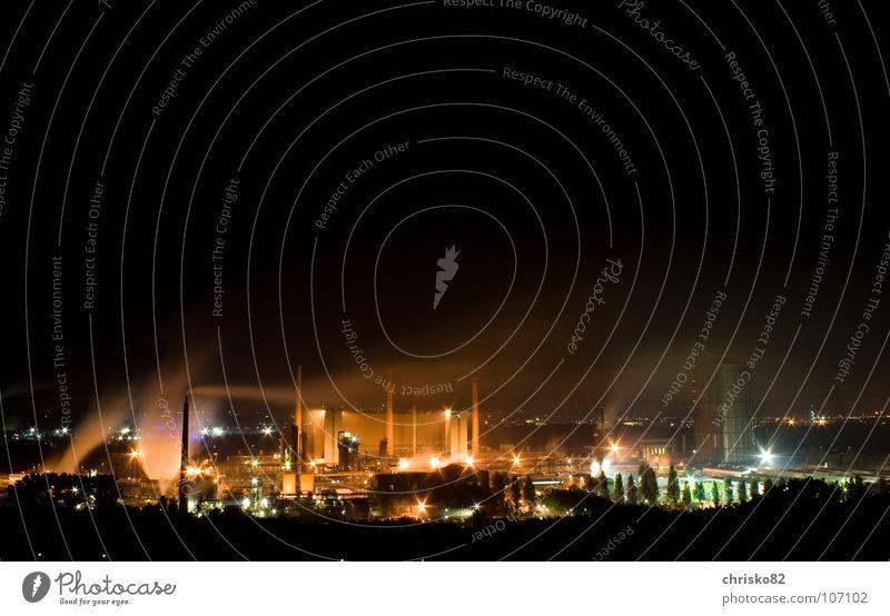 industrial lights Farbe dunkel Wärme Beleuchtung Arbeit & Erwerbstätigkeit glänzend Energiewirtschaft Aussicht Industrie Industriefotografie Rauch Physik Geruch