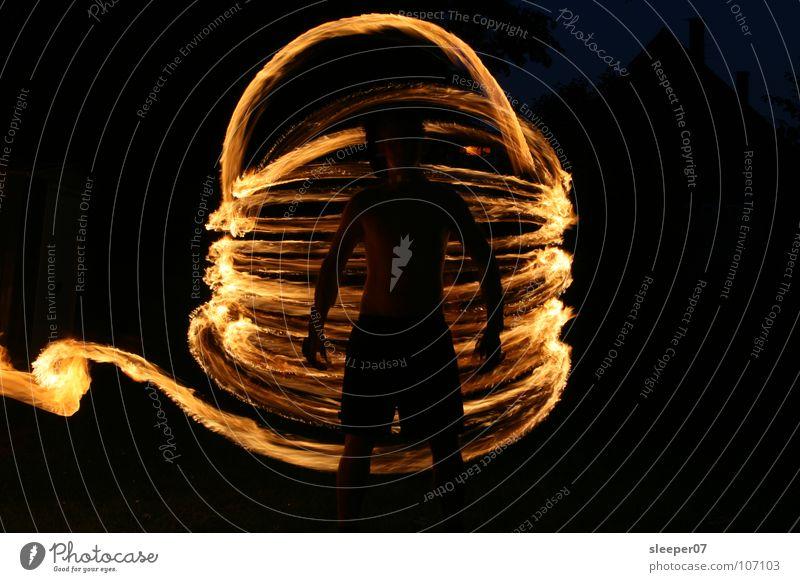 Feuertornado Mensch dunkel Kunst Brand Kultur Erdöl Benzin Verwirbelung Sturm Fackel Tornado