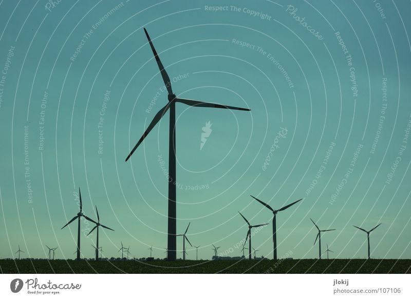 Generators V Himmel Wiese Gras Luft Kraft Feld Kraft Industrie Energiewirtschaft Elektrizität Rasen Netz Klarheit Windkraftanlage Unternehmen drehen
