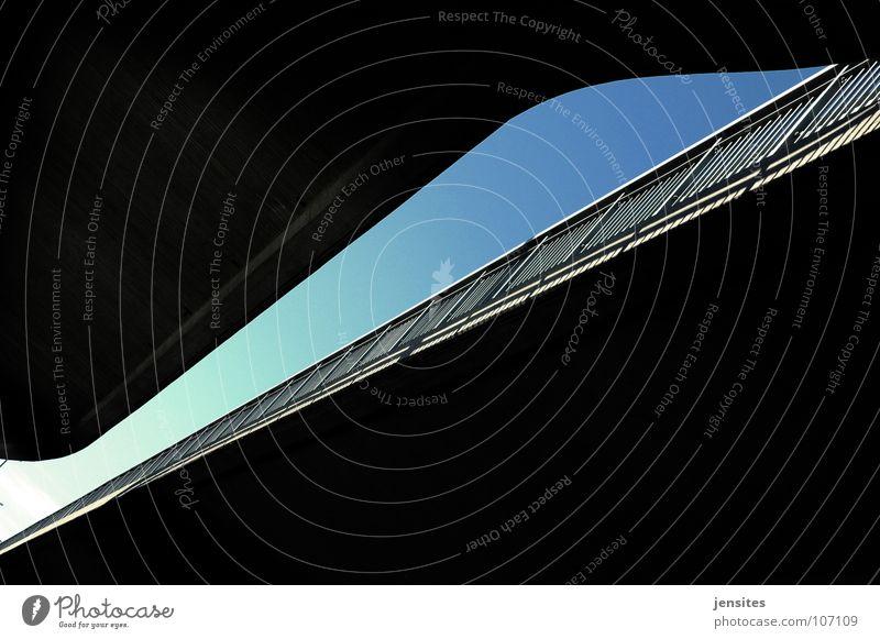 river in the road I türkis Beton Schwung konkav Konstruktion Himmel diagonal Brücke Detailaufnahme Europa blaub Linie Geländer construction bridge sky blue