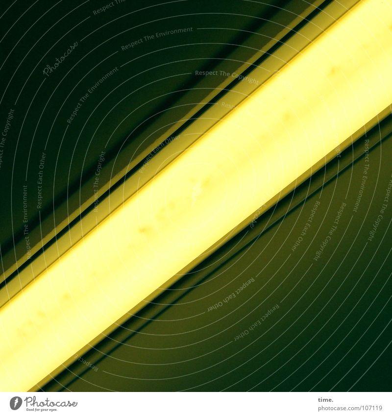 Poesie in grell / Flirt-Killer Lampe oben Elektrizität offen einfach Dienstleistungsgewerbe Statue U-Bahn diagonal Neonlicht London Underground blenden Zugabteil Eisenbahnwaggon nervig Deckenbeleuchtung