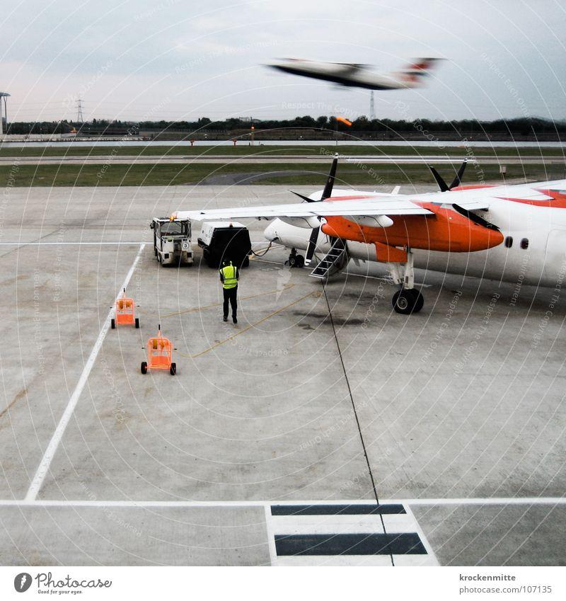Ready For Boarding Flugzeugstart Propeller Propellerflugzeug Ferien & Urlaub & Reisen Beginn fliegen Asphalt Abheben Rollfeld Luftverkehr Flughafen Check