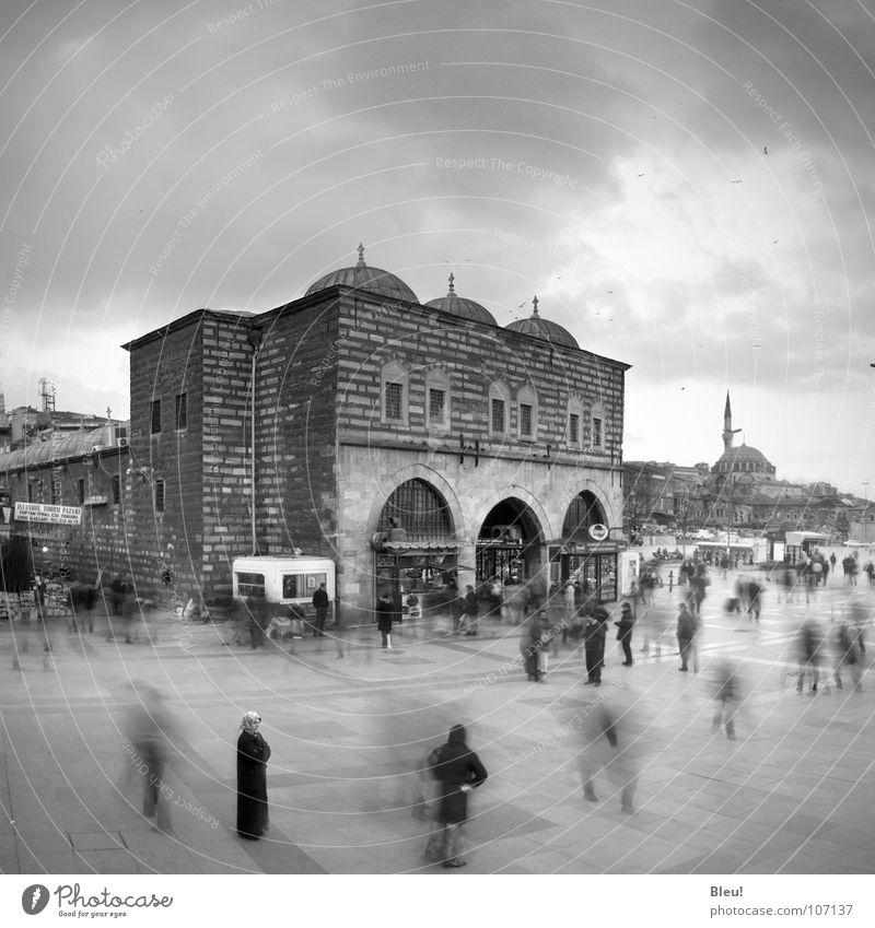 turkey Islam fade Mensch Ferien & Urlaub & Reisen Himmel Gotteshäuser Schwarzweißfoto Menschengruppe blur motion moskee Istambul veil bazaar cloudy sky grey