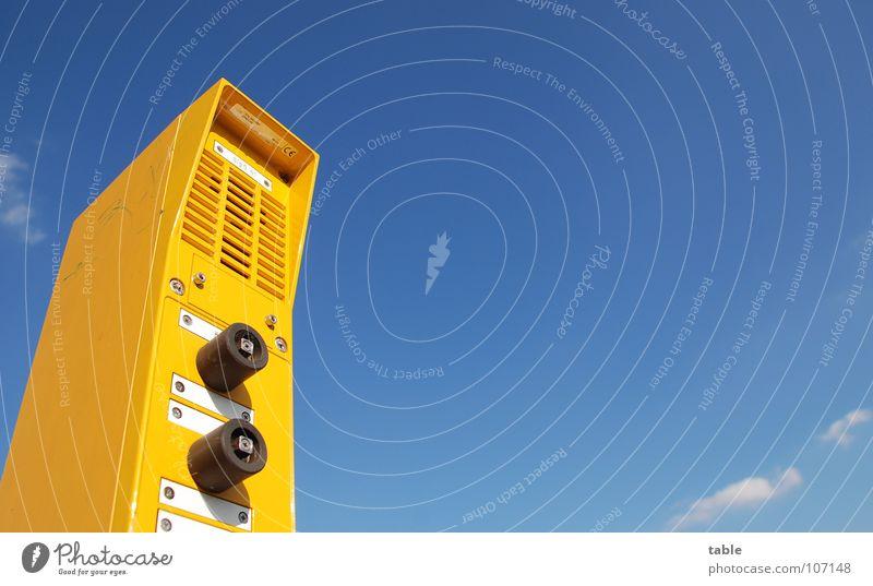 talk to me Himmel blau Sommer Ferien & Urlaub & Reisen gelb oben Eisenbahn Sicherheit Technik & Technologie Kommunizieren unten Station Dienstleistungsgewerbe Bahnhof Mikrofon Knöpfe