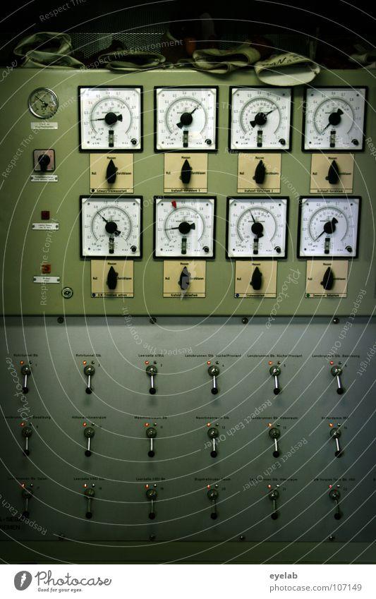 Spielwiese für Control Freaks Hebel grün Maschine Schalter Stahl grau Arbeit & Erwerbstätigkeit retro Grunge Raumfahrt Navigation Flugzeug Elektrizität Kraft