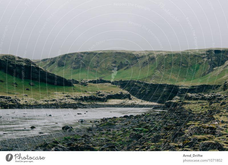 Island Himmel Natur alt Pflanze grün Wasser Landschaft Ferne schwarz Berge u. Gebirge grau Felsen Wetter Erde Ausflug Abenteuer