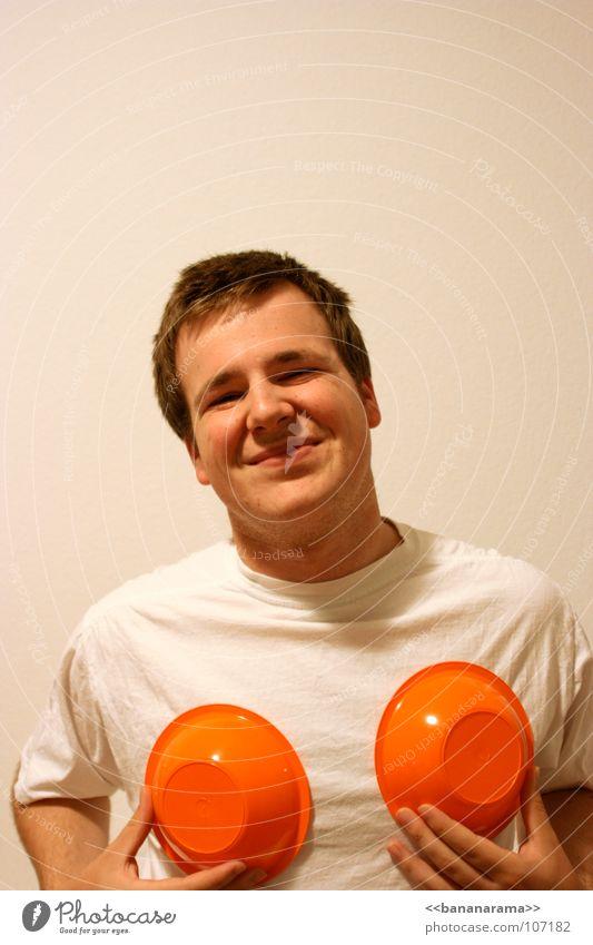 Ola chicas! Frau Mann weiß Freude Gesicht lachen lustig orange T-Shirt berühren grinsen Humor Intimität vergrößert Missbrauch
