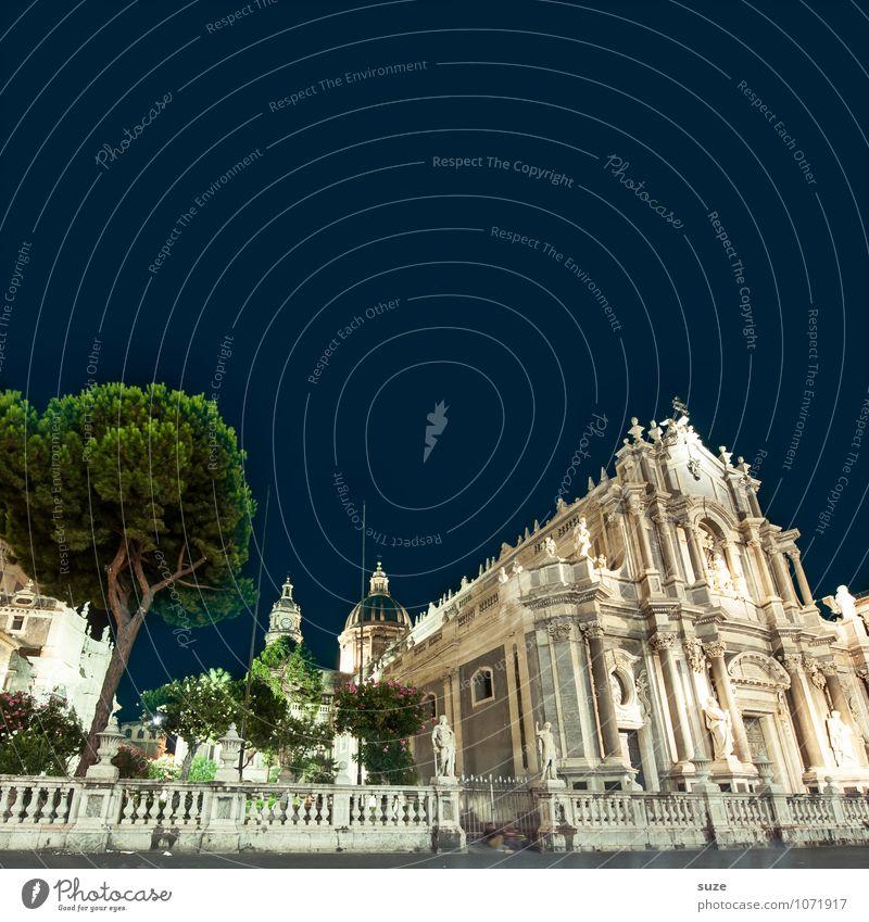 Catania Ferien & Urlaub & Reisen Stadt alt Baum dunkel Reisefotografie Architektur Stil Gebäude Religion & Glaube außergewöhnlich Tourismus fantastisch Platz