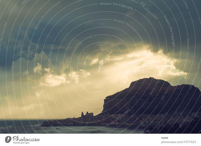 Kraft | der Natur Himmel Natur Ferien & Urlaub & Reisen Landschaft Wolken Strand kalt Umwelt Berge u. Gebirge Küste außergewöhnlich Tourismus hoch fantastisch Italien Romantik