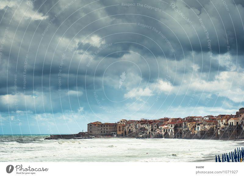 Der Wind bläst, wo er will Ferien & Urlaub & Reisen Stadt alt blau Meer Reisefotografie Architektur Küste Gebäude Fassade wild Idylle Insel fantastisch