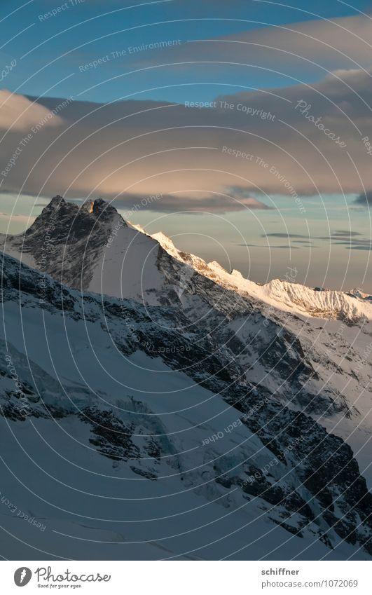 Berg piekt Riesenwolkenschaf Umwelt Natur Landschaft Klima Klimawandel Wetter Eis Frost Schnee Felsen Alpen Berge u. Gebirge Gipfel Schneebedeckte Gipfel