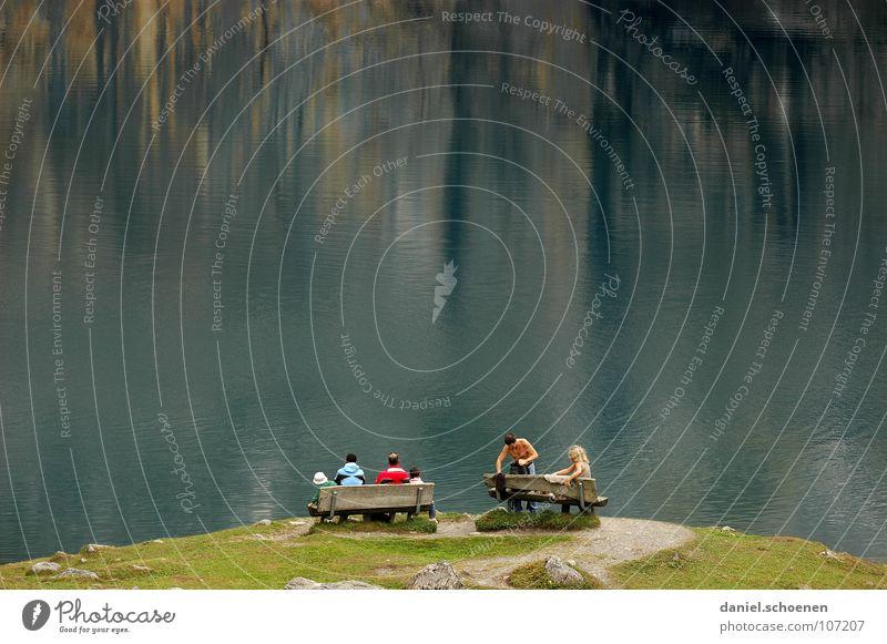Pause wandern Bergsteigen Ausdauer See Reflexion & Spiegelung Oberfläche Hintergrundbild Wellen Schweiz Aussicht abstrakt Felswand grün rot Mann Frau Hügel