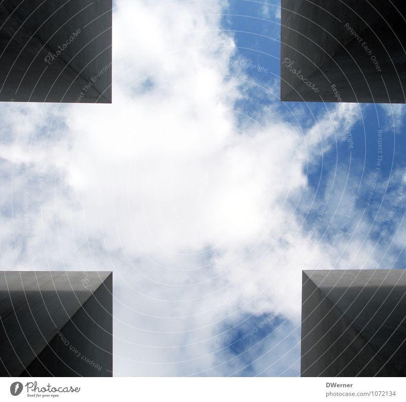 ein stück vom himmel Stadt blau Himmel (Jenseits) Fenster Wand Architektur Mauer Glück träumen leuchten Zufriedenheit Tourismus fantastisch Zeichen Turm
