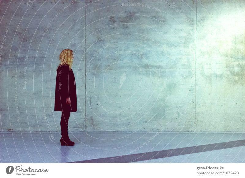 Staatenlos Mensch Frau Jugendliche Stadt ruhig 18-30 Jahre Erwachsene Architektur Glück Haare & Frisuren Kunst Mode maskulin Design elegant Körper