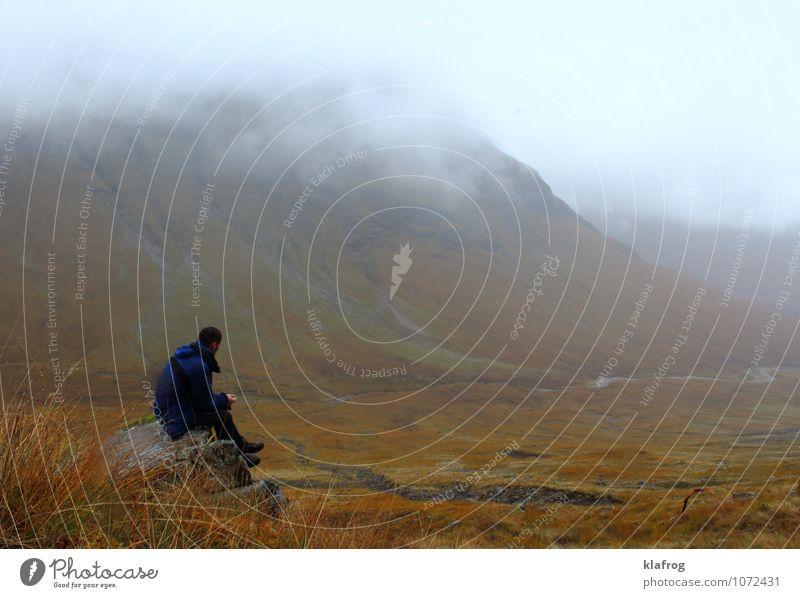 Verschollen in den Highlands Ferien & Urlaub & Reisen Pflanze Einsamkeit Landschaft Wolken Berge u. Gebirge Wege & Pfade Felsen Regen Nebel wandern Insel