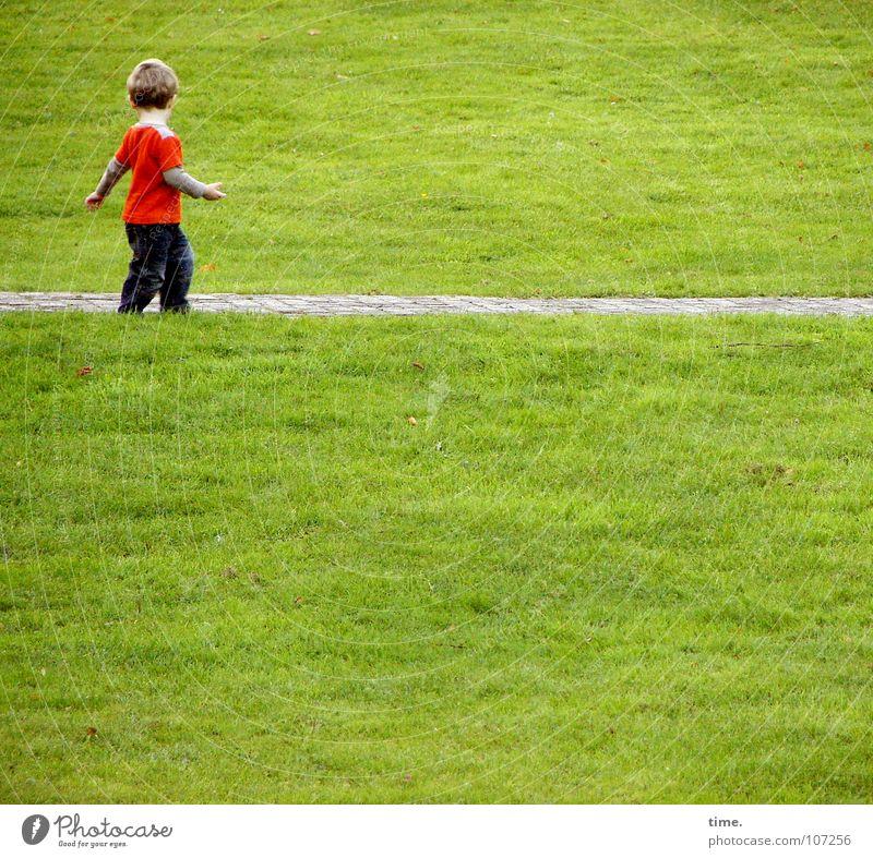 Dancing With Myself - IV Kind grün schön rot Sommer Einsamkeit Wiese Junge Wege & Pfade Glück blond Arme Aktion Spaziergang T-Shirt Hose