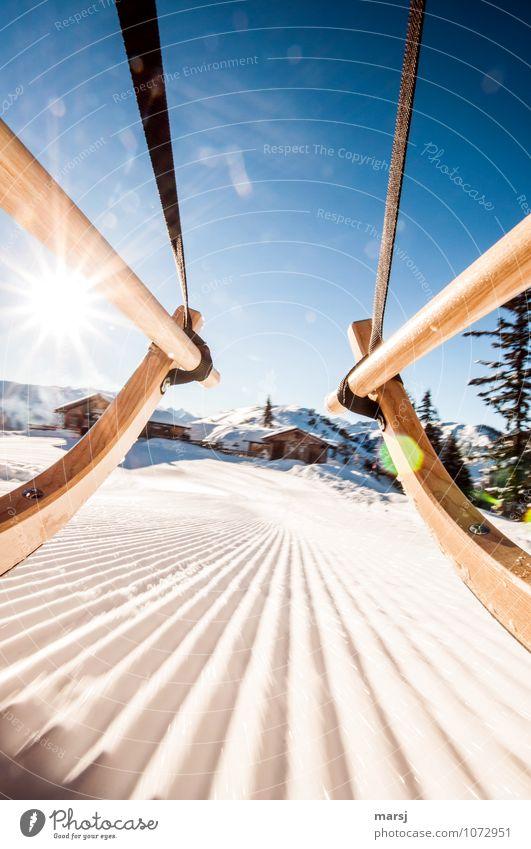 Los geht´s zur Hüttengaudi! Ferien & Urlaub & Reisen blau Freude Winter Gefühle Bewegung Schnee Freiheit Tourismus Eis Geschwindigkeit Ausflug Lebensfreude Schönes Wetter Abenteuer Frost