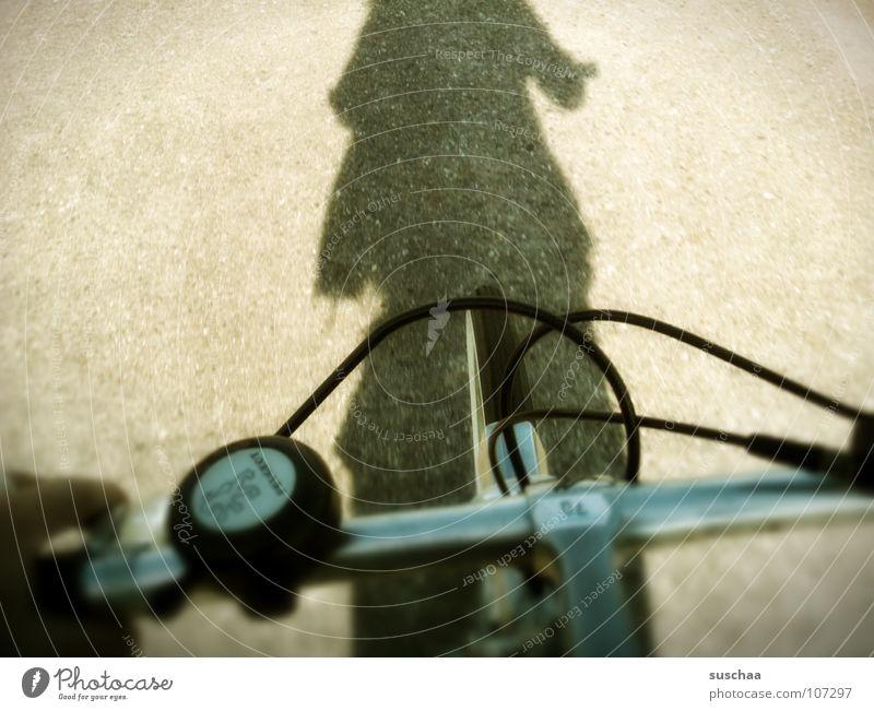 .. achtung gerti ... ich kommeeeee .. Fahrrad Stab Hand Freizeit & Hobby Fahrradfahren Geschwindigkeit langsam Verkehrswege Lomografie fahrad Kabel bremskabel