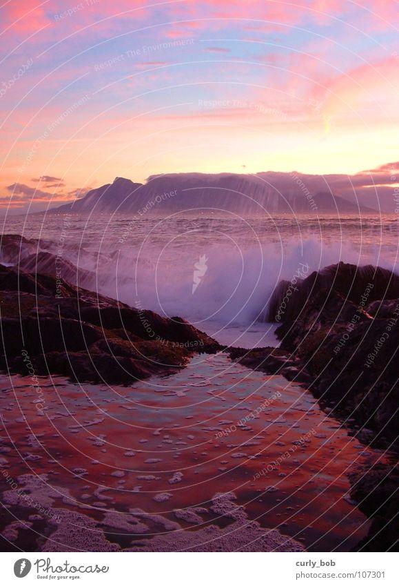 Tafelberg Umhang Kapstadt Südafrika Sonnenuntergang Meer flach Wellen nass spritzen Schaum weiß schön Wildnis frisch Langzeitbelichtung Berge u. Gebirge Afrika