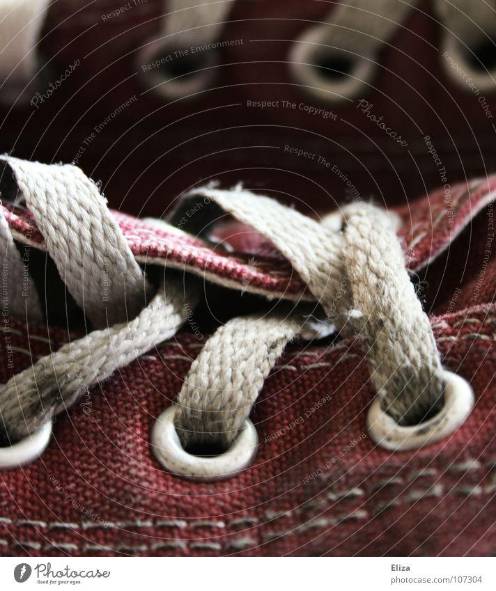 Massenkompatibel Fuß Punk Bekleidung Stoff Schuhe Turnschuh Schnur alt Coolness dreckig trendy trashig bequem Verfall Chucks schäbig ausgebleicht alternativ