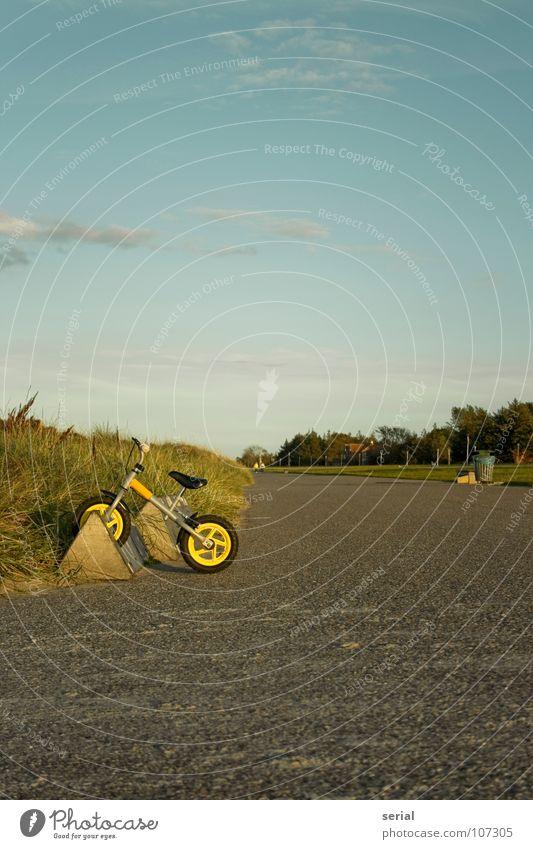 """""""my bike"""" Himmel grün blau Strand Wolken Einsamkeit gelb Ferne grau Wärme Stimmung Fahrrad Küste Verkehr Ordnung Freizeit & Hobby"""