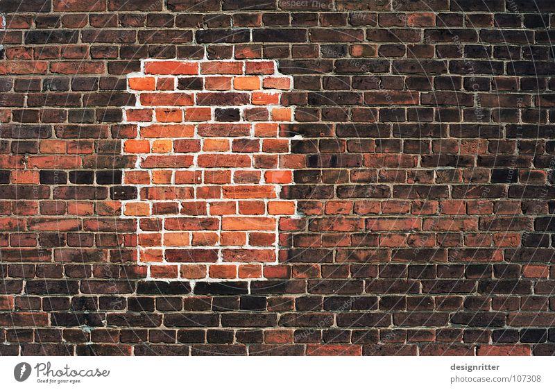 Rückzug Mauer Backstein Wand Mörtel Reparatur schließen schweigen ruhig Fenster Nachbar zurückziehen retten geheimnisvoll Detailaufnahme Stein gemauert