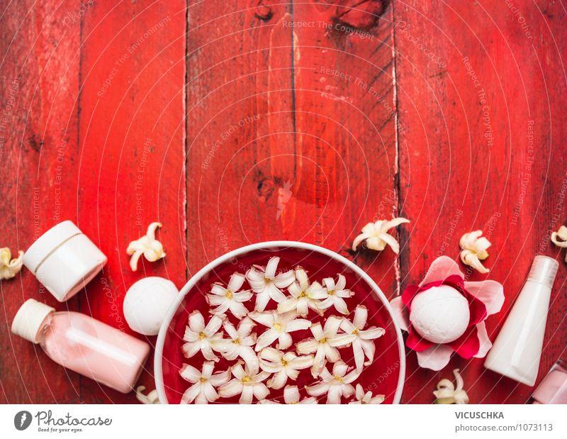 Rotes Wellness mit weißen Blumen Stil Design schön Körperpflege Kosmetik Creme Erholung Duft Kur Spa Massage Sommer Dekoration & Verzierung Tisch Natur Pflanze