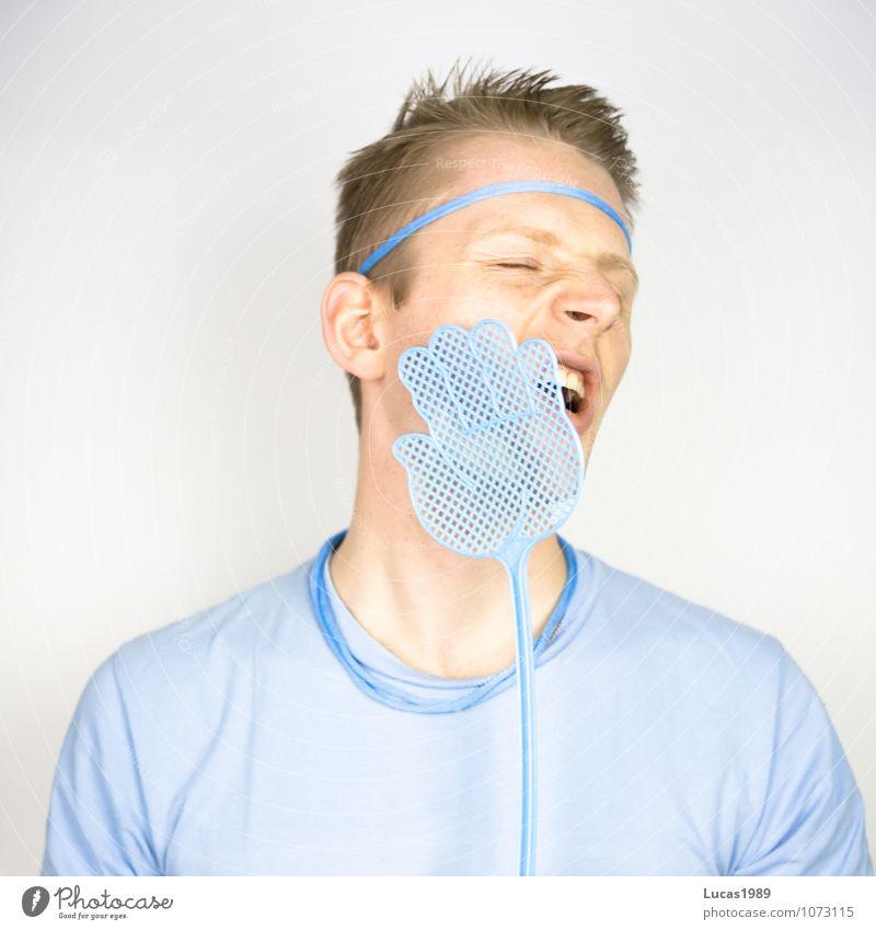 Farbstudie - Schmerz Stil Mensch maskulin Junger Mann Jugendliche Erwachsene 1 18-30 Jahre T-Shirt Haare & Frisuren blond kurzhaarig Fliegenklatsche berühren