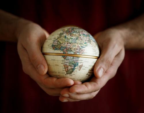 heal the world Mensch Natur Ferien & Urlaub & Reisen Hand Umwelt Reisefotografie Gefühle Stimmung Erde Klima Zeichen rund Schutz Frieden Grundbesitz