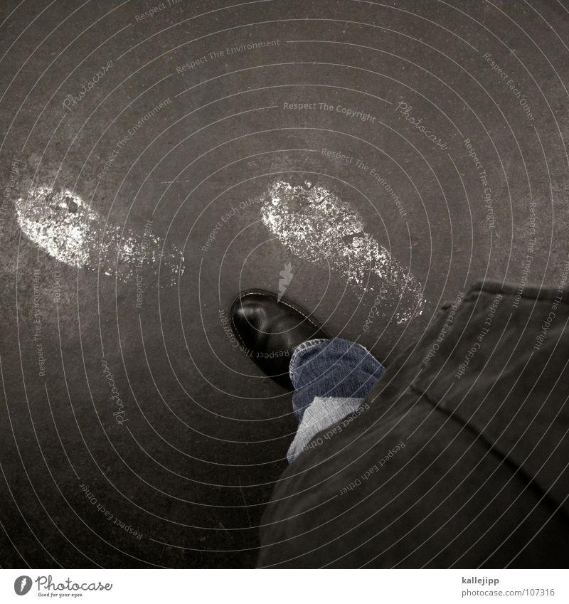 einen schritt voraus Mensch Mann Wege & Pfade Beine Fuß Arbeit & Erwerbstätigkeit Schuhe laufen lernen Jeanshose Jacke Hose U-Bahn Jagd Fußspur Reihe