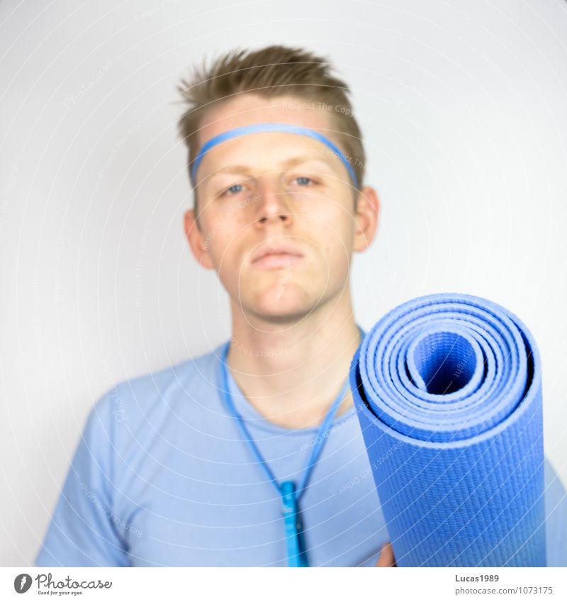 Farbstudie - Fitness Mensch Jugendliche Mann blau Erholung Junger Mann 18-30 Jahre Erwachsene Sport maskulin Zufriedenheit blond T-Shirt sportlich