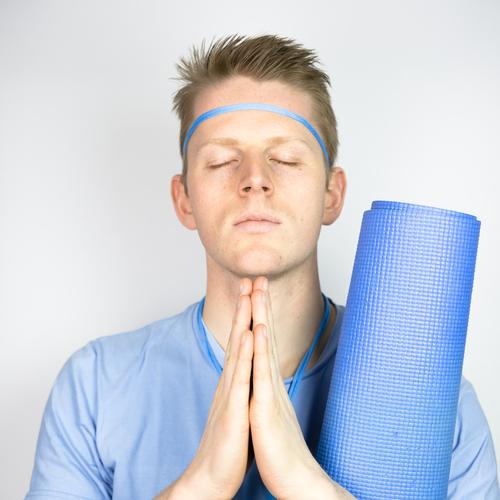 Farbstudie - Yoga Mensch Jugendliche Mann blau Erholung Junger Mann 18-30 Jahre Erwachsene Farbstoff Sport Gesundheit Denken Haare & Frisuren maskulin Design