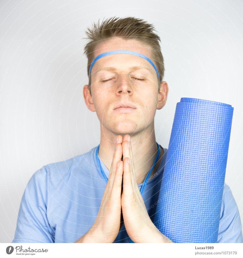 Farbstudie - Yoga Mensch Jugendliche Mann blau Erholung Junger Mann 18-30 Jahre Erwachsene Farbstoff Sport Gesundheit Denken Haare & Frisuren maskulin Design Zufriedenheit