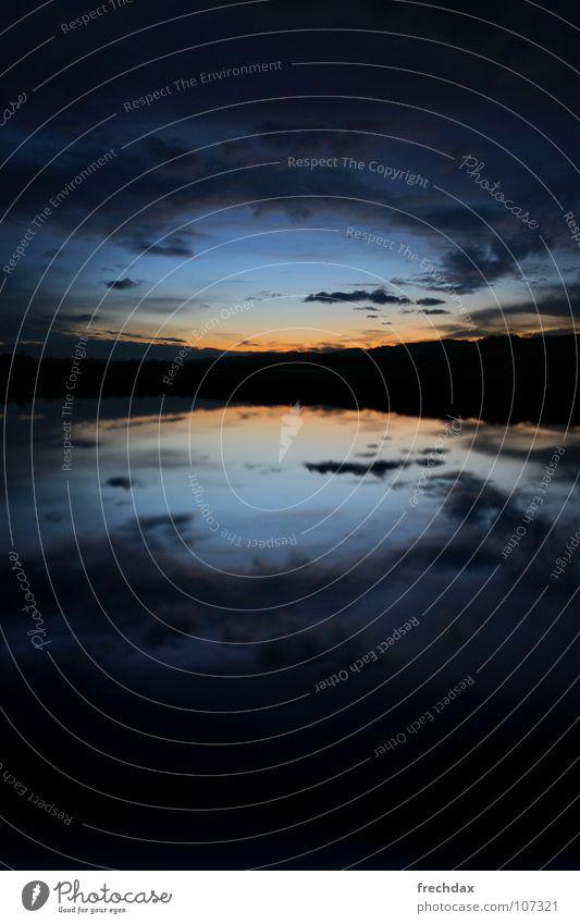 mirror mirror in the sky Schweiz Abenddämmerung Bergkette Hügel Feld zyan schwarz Wolken bedrohlich mystisch Nacht Reflexion & Spiegelung Licht dunkel Märchen