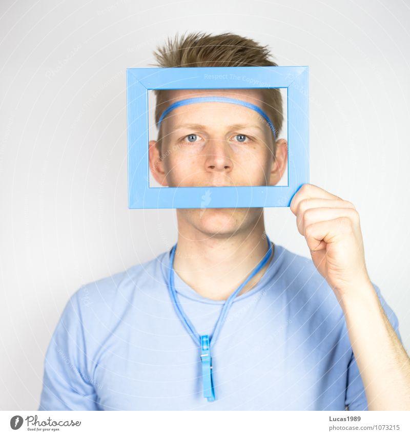 Farbstudie - Der Blick durchs Fenster Bilderrahmen Mensch maskulin Junger Mann Jugendliche Erwachsene Auge 1 18-30 Jahre T-Shirt Accessoire Halskette