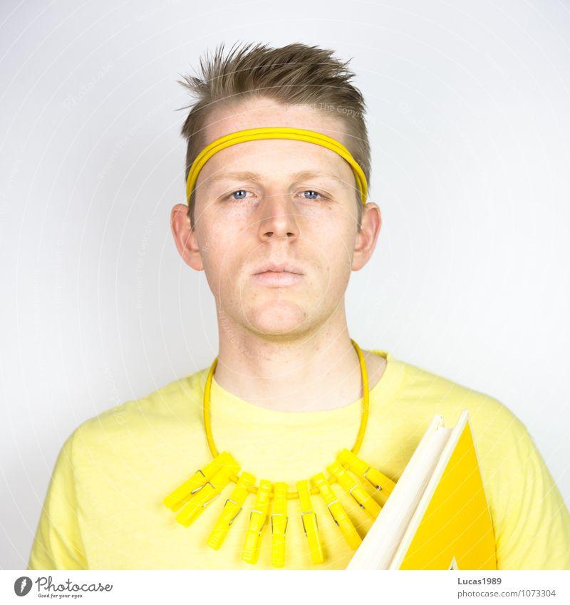 Farbstudie - Böser gelber Blick Mensch maskulin Junger Mann Jugendliche Erwachsene 1 18-30 Jahre Kunst Kunstwerk Gemälde Mode T-Shirt Halskette Wäscheklammern